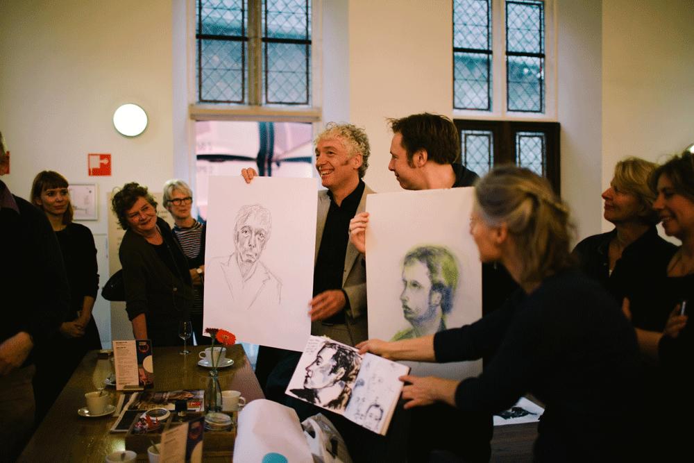 Portretworkshop in het Centraal Museum. Ingmar Heytze en Spinvis hebben hun keuze gemaakt. Foto Liset van der Laan